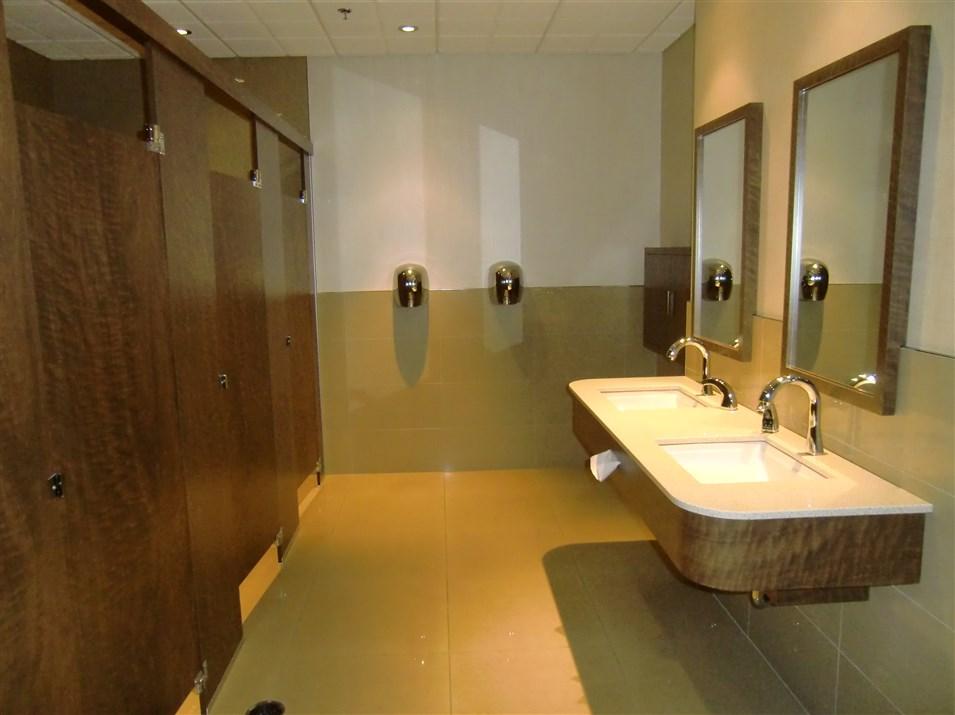 R alisations de style moderne sp cialit m m for Produit de salle de bain